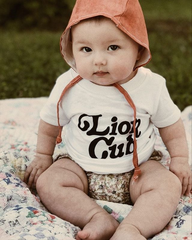 Baby Elowen looking fierce (and incredibly cute) in the Rust Linen Bonnet and Lion Cub tee ✨ WHICH IS ON SALE RIGHT NOW WITH ITS MATCHING MAMA LION tee!!! Go check them out and grab some sweet Mother's Day gifts! #canthandlethecuteness #illeatyouup #littlebitz