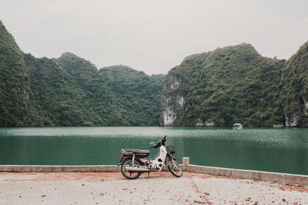 scootervietnamhalongbay.jpg