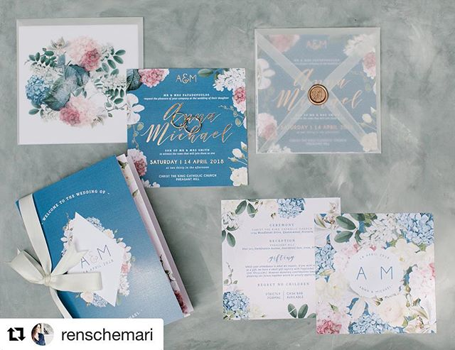 So in love with this set I created for @ms_annapaps and Michael. 😍  Photo: @renschemari . . . .  #weddinginvitations #weddingstationery #florals #rosegoldfoil #waxseal #wedding #weddinginvitationsuite #2018wedding #enevlopes #invitationdesign #rudedesign
