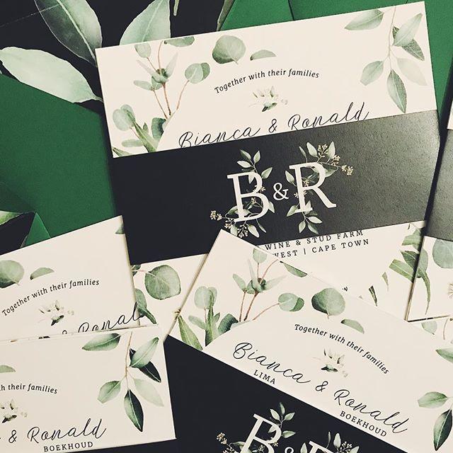 Sneak peek! Delivered these gorgeous invitations last week. 😍 . . . #wedding #eucalyptus #amazonegreen #linedenvelope #weddinginvitationsuite #weddingday #weddinginvitationdesigner #weddinginvite #blackgreenwhite #bellyband #rudedesign