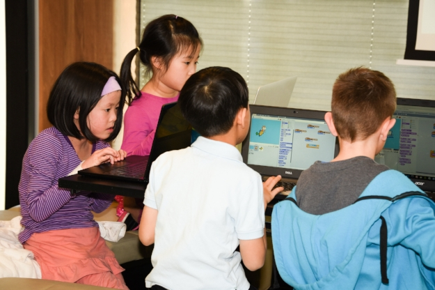 Children working together and learning to code with Scratch