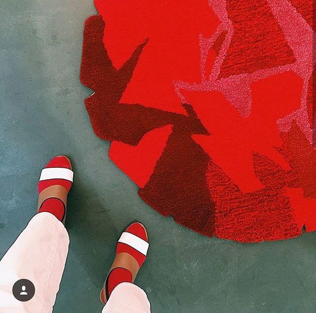 Dimanche 17 février. Dernier jour pour découvrir le travail de @tiffanybouelle : Hajimari ou l'origine. . . . . #design #artparis #travel #madeinfrance #madeinjapan #wool #miror #drawing #painting #galerieparis #artgalery #showroomparis #carreaudutemple #beaubourg #citedupetitthouars #ruedupetitthouars #ruedebretagne