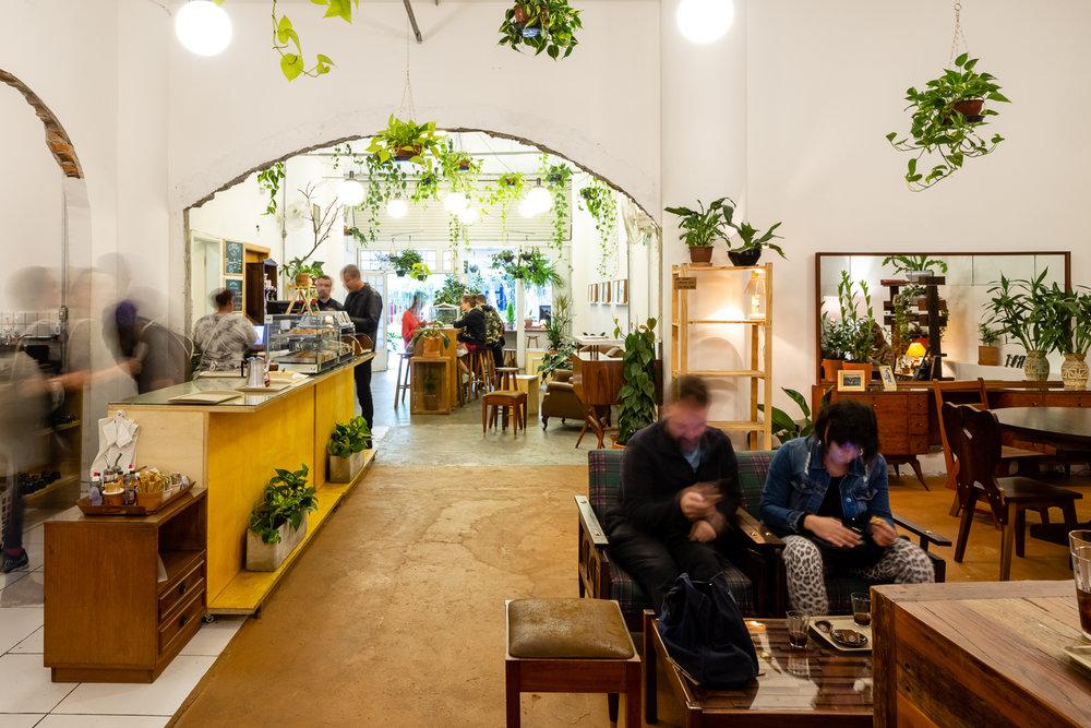 - Nossa cafeteria é um convite ao convívio, por isso não oferecemos wi-fi. Ao invés dos artifícios digitais, buscamos oferecer um atendimento humano em um ambiente acolhedor