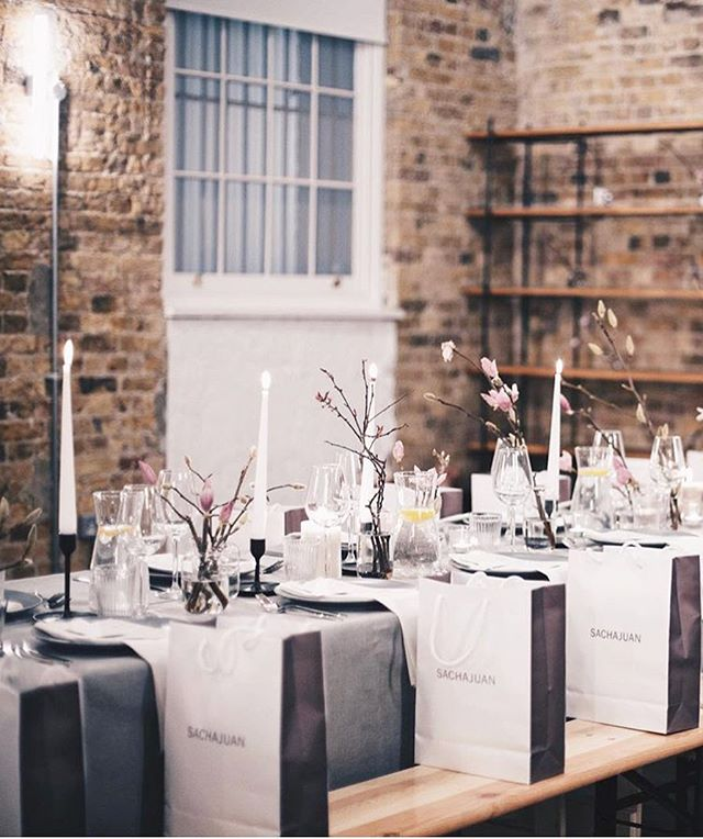 We scrubbed up nicely..........Beautiful event and some inspo for the dinner parties you are all holding this weekend (takeout pizza and maybe a plate if you are anything like us). Just light a candle and style it out. Happy Friday x