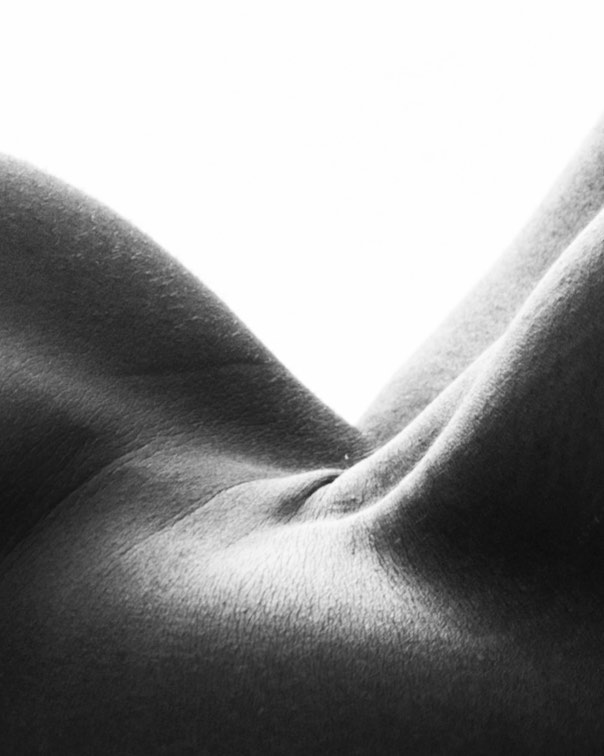 The forever hills and valleys of the mind. - - - - - - - - - - - - - - - - - - - - - - #nudes #skin #human #humanbody #nude #photoshoot #minimalism #portrait #gallery #studiophotography #studioportrait #blackandwhite #mood #art #abstract #abstractart #abstractphotography