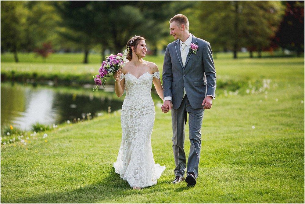 Frosty_Valley_Wedding_Photographer_0351.jpg