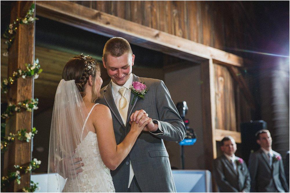 Frosty_Valley_Wedding_Photographer_0356.jpg