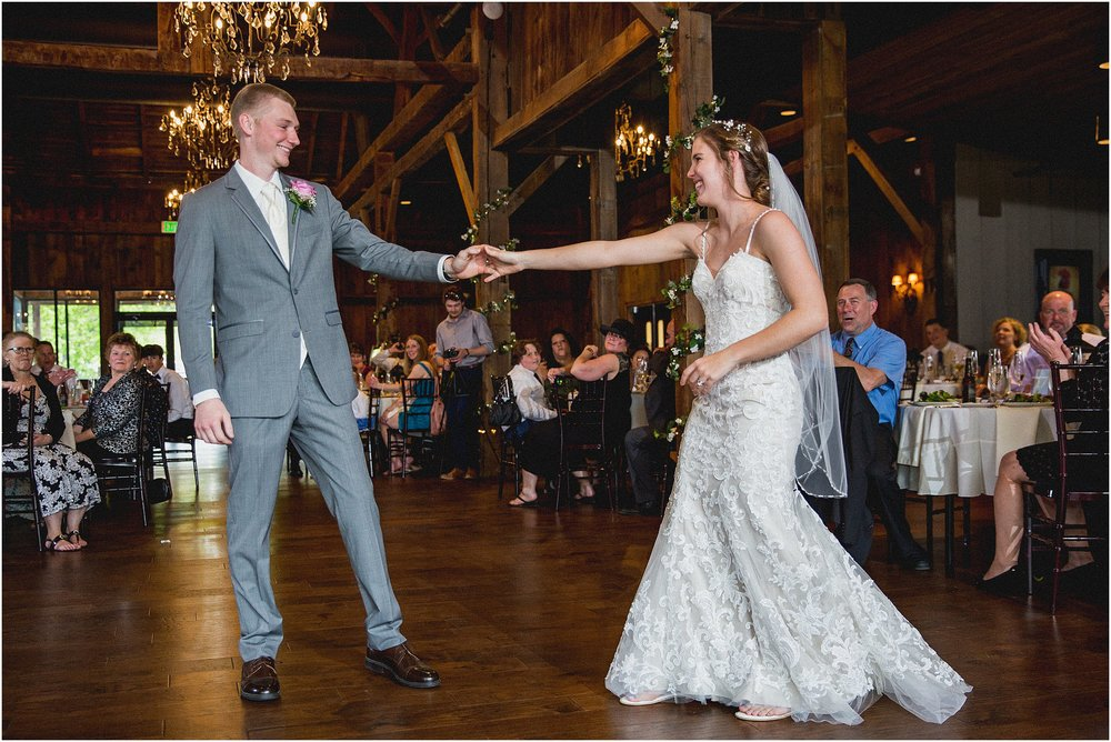 Frosty_Valley_Wedding_Photographer_0362.jpg