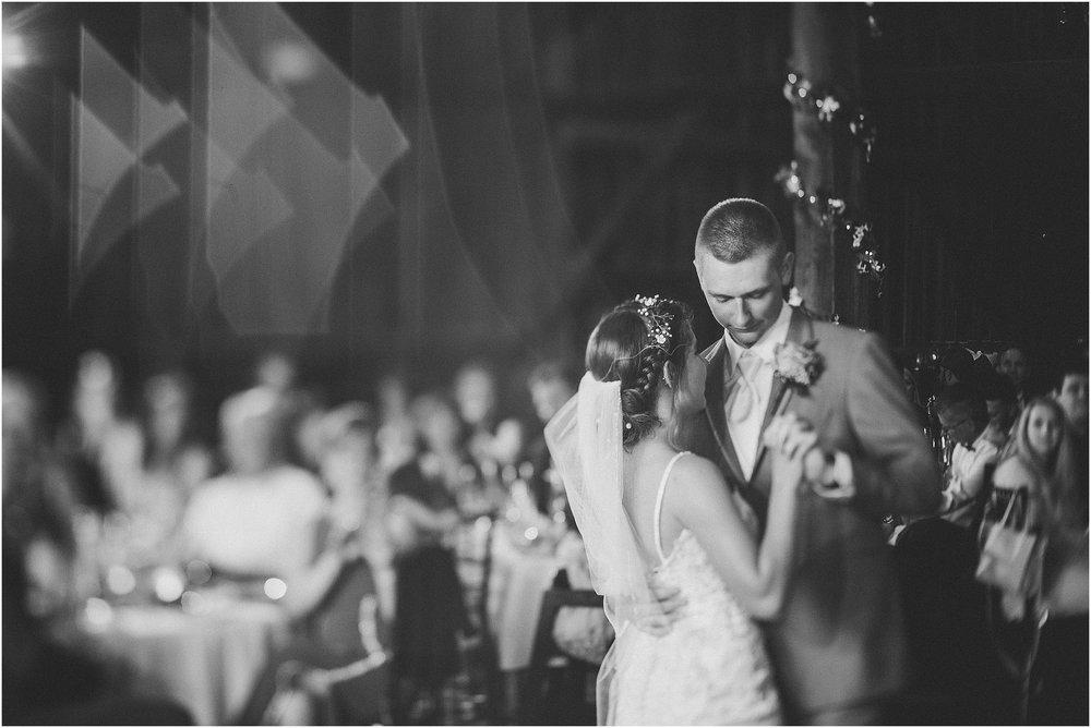 Frosty_Valley_Wedding_Photographer_0365.jpg