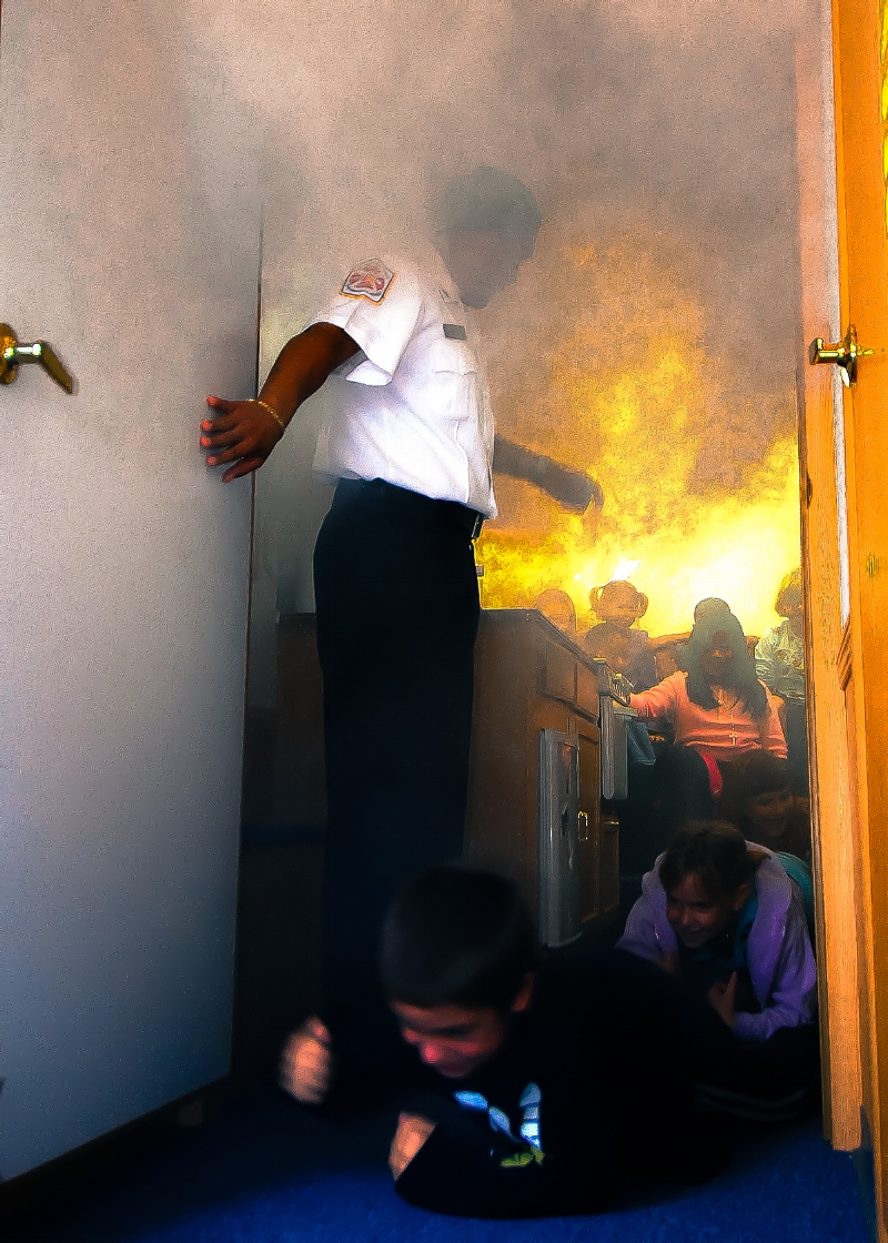 1200px-Fire_drill_in_a_smoke_trailer,_Naples,_Italy_-_081007-N-4044H-271.jpg