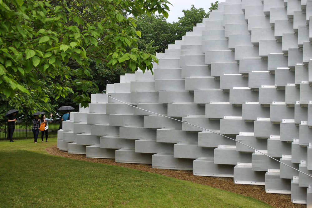 ©Detail Movement - Serpentine Gallery main pavilion surrounded by nature.