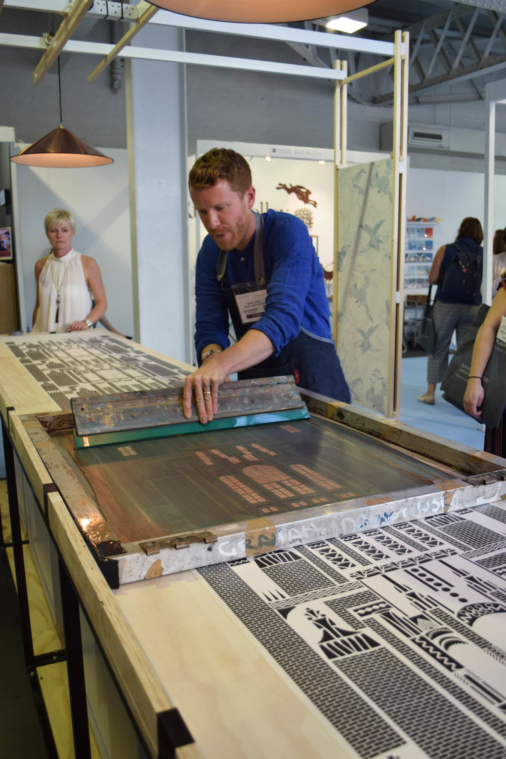 ©Detail Movement - LivetheStory - screen-printed wallpaper - adding the second layer
