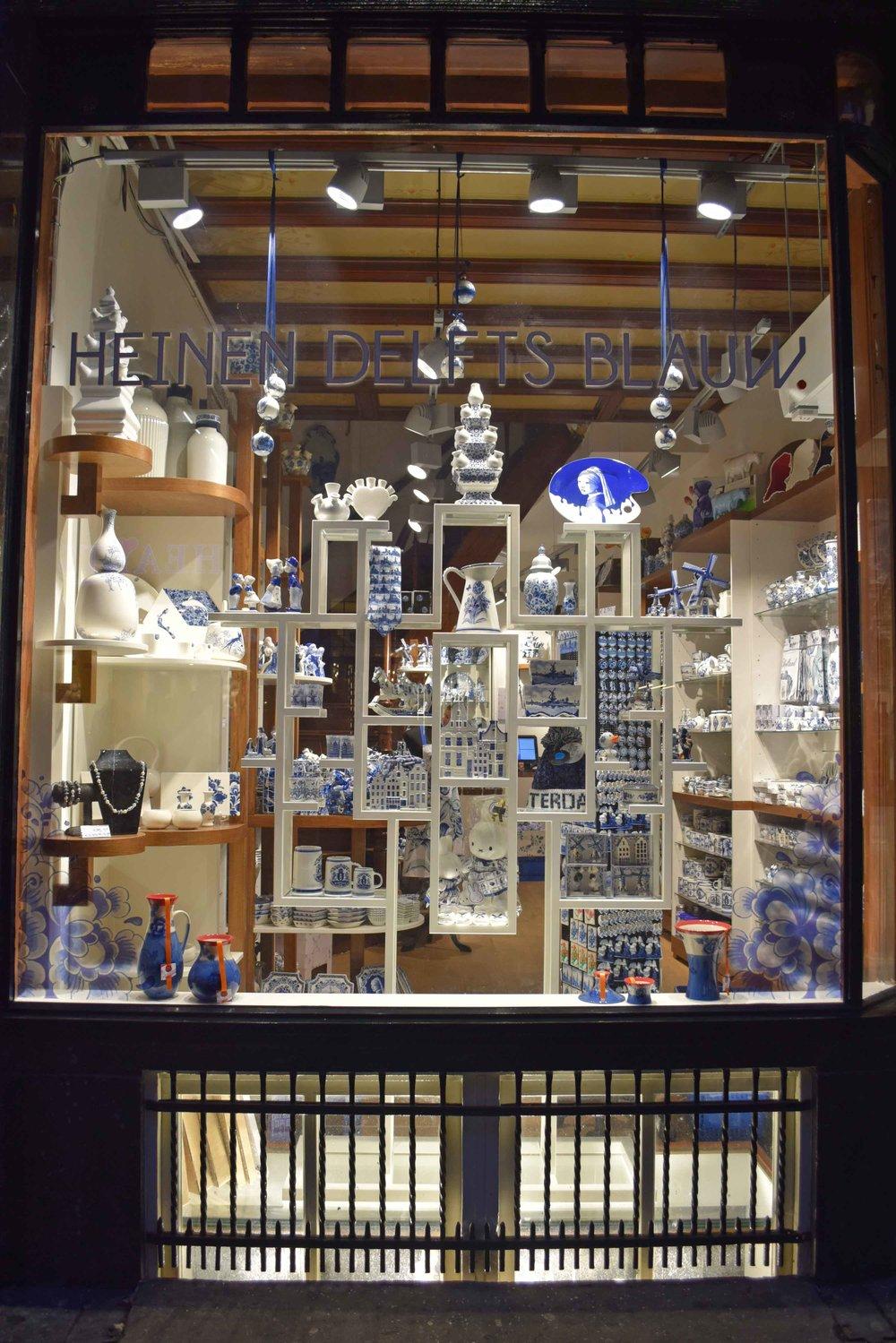 Amsterdam City Centre Window Shop - ©Detail Movement