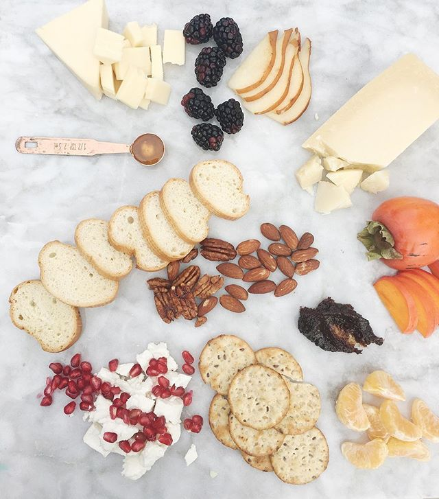 Join us for an evening of sips, apps, and learn how to make the perfect holiday cheese & charcuterie board! Follow the link in my profile to snag your spot. Details: December 14 at 5:30pm in Clovis (address will me emailed once you purchase your spot). What you get: A lesson/demonstration on how to assemble and what to include on your boards, mini slate cheeseboard to create your own and take home, anatomy of a cheeseboard guide, sips, apps and sweet treats.