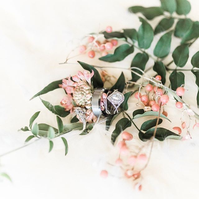 So who got engaged this Christmas season?! I am giving away two sets of two tickets to the Premier Bridal Showcase in Fresno January 8th. Make sure you're following me and tag as many friends as you'd like in the comments for entries. PC: @lovedaphnemae
