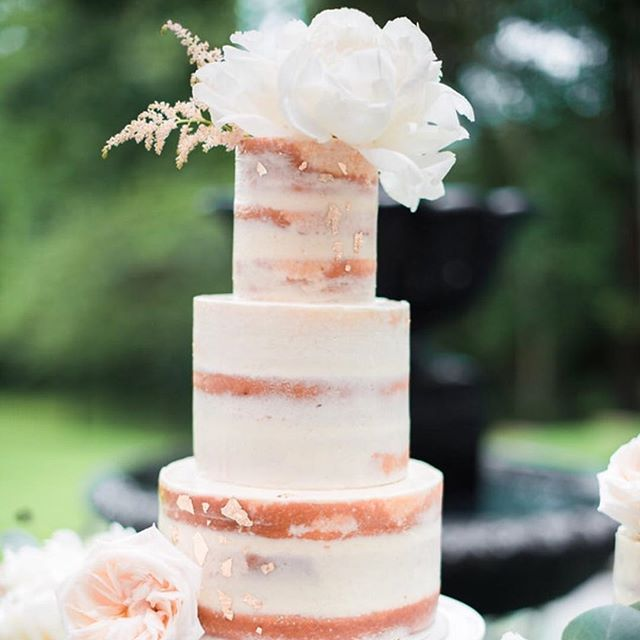 2017 brides: I've decided to only take a handful of wedding cakes this year so if you're interested make sure to send over your inquiry soon as a few popular weekends are already booked up! I will have additional spots for smaller cakes and sweets orders. Photo by the talented @courtney_leigh_photo