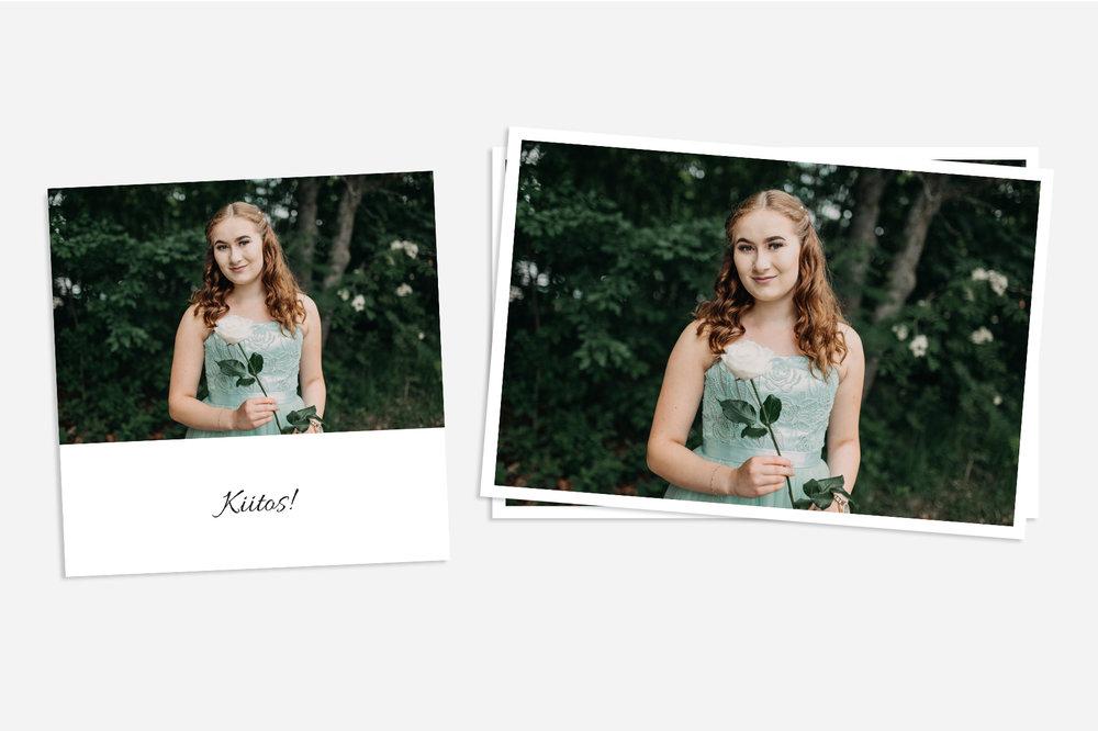 Kuvatuotteet - KiitoskortitYksinkertaiset ja kauniit kiitoskortit on painettu mattapaperille. Kiitoskorttien koko on 12x12cm.PaperikuvatKlassiset, valkoreunaiset mattavalokuvat vedostetaan aidolle valokuvapaperille.