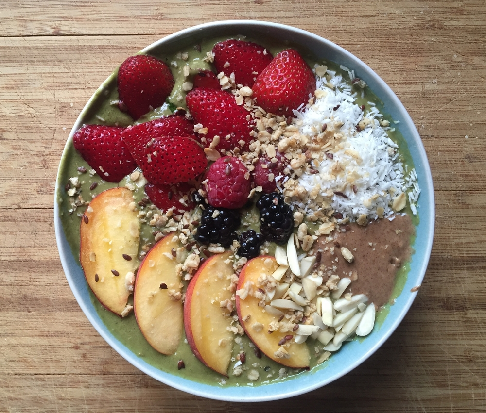 Summertime has meant smoothie bowls errr dayyy. They are so easy, yummy, filling and refreshing on a summer morning. This one is an all-star day starter.
