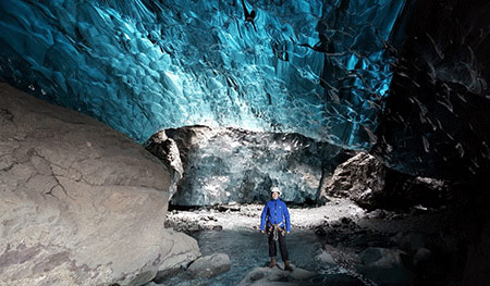 BLUE-ICE-CAVE-TOUR-iceland-01.jpg