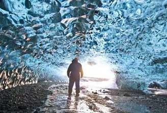 ICE-CAVE-TOUR-IN-VATNAJOKULL-01.jpg