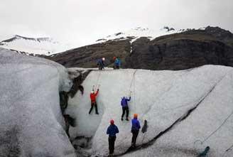 ICE-CLIMBING-IN-VATNAJOKULL-02.jpg
