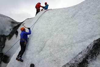 ICE-CLIMBING-IN-VATNAJOKULL-01.jpg