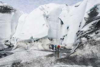 ICE-CLIMBING-IN-VATNAJOKULL-03.jpg