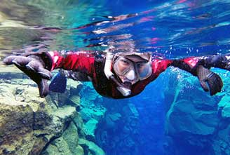 SILFRA-ICELAND-SNORKELING-TOUR--DIVING-IN-DRYSUIT01.jpg