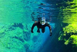 SILFRA-ICELAND-SNORKELING-TOUR--DIVING-IN-DRYSUIT03.jpg