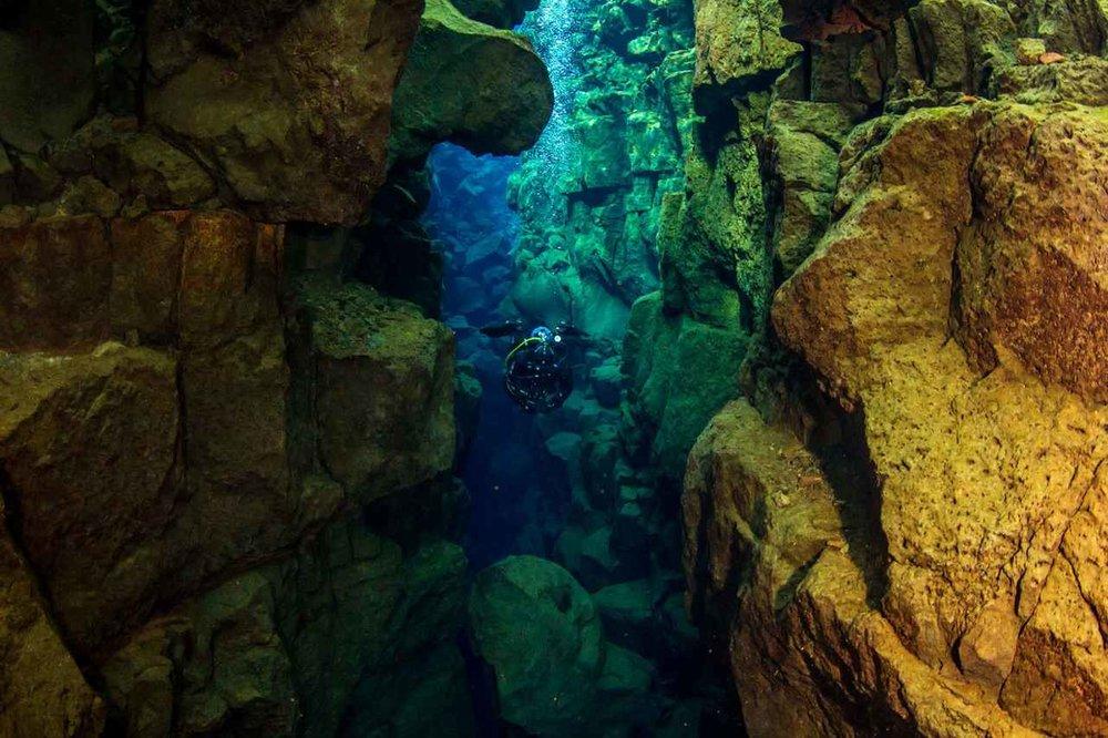 scuba_iceland_silfra_diving_02-1600x1066_Easy-Resize.com.jpg