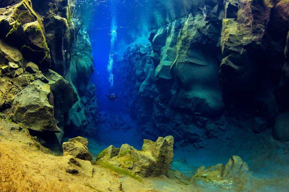 scuba_iceland_silfra_diving_04-1600x1066_Easy-Resize.com.jpg