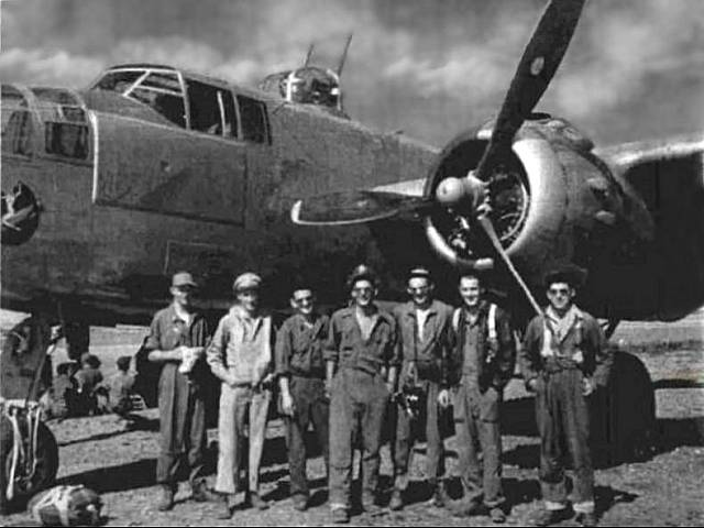 Joseph Heller in the middle with his bomber crewmates in Corsica, 1944. Image source - http://fridaynightboys300.blogspot.com/2016/03/the-genesis-of-joseph-hellers-catch-22.html
