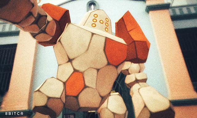 Pokemon 377: A Regirock lo mantuvieron encerrado y aislado hace tiempo. Dicen que, si resulta dañado en combate, se pone él mismo a buscar piedras parecidas a las suyas y se las pone para recomponerse. #pokemongo #pokemongoar