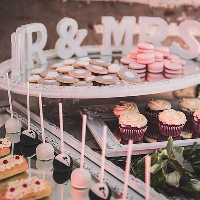 Mesa de Postres - cupcakes, galletas, cakepops, eclairs