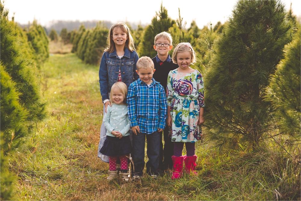 christmas-tree-farm-session-pnw-jannicka-mayte_0005.jpg