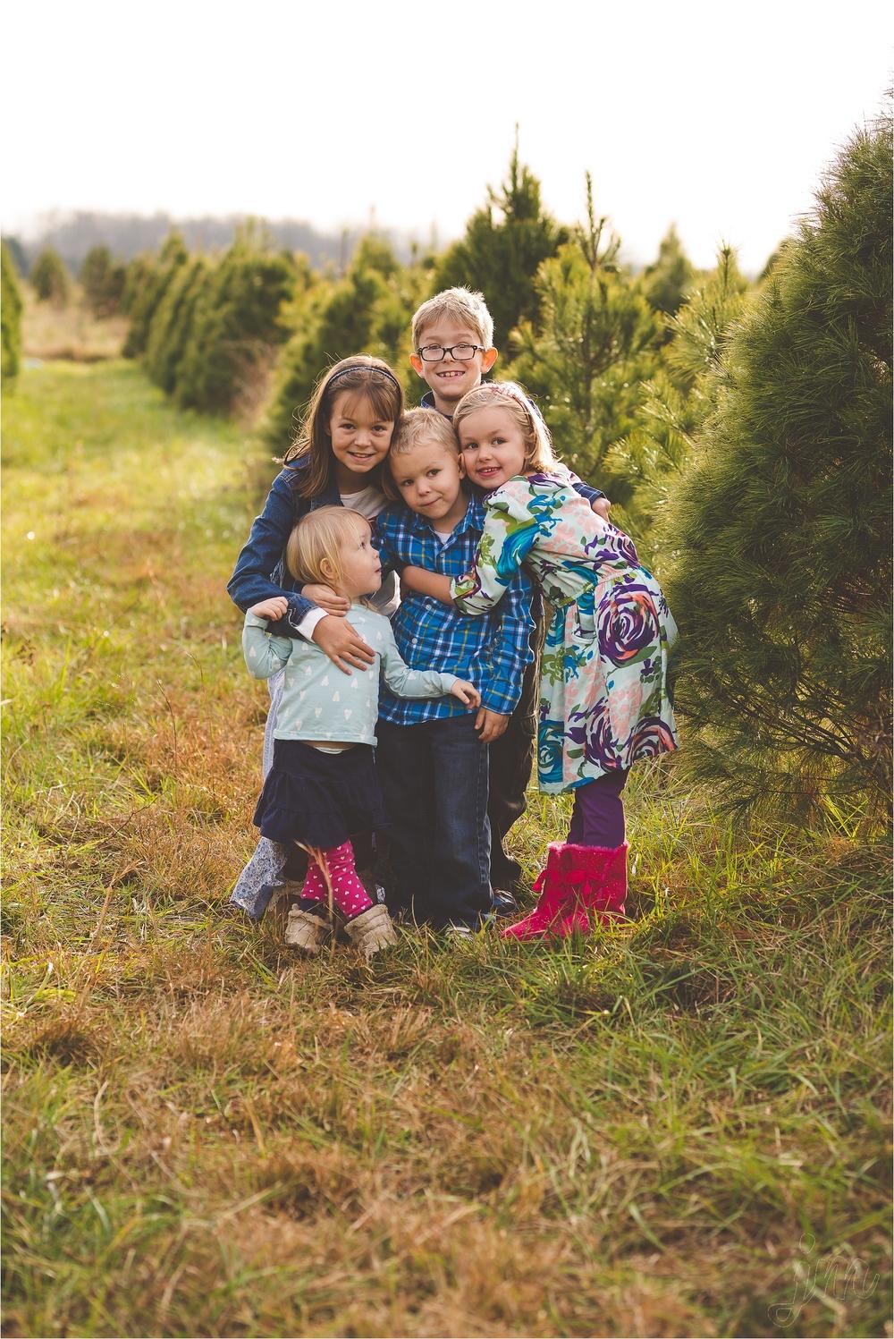 christmas-tree-farm-session-pnw-jannicka-mayte_0007.jpg