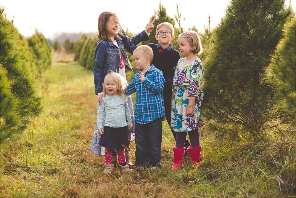 christmas-tree-farm-session-pnw-jannicka-mayte_0009.jpg