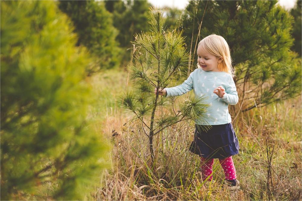 christmas-tree-farm-session-pnw-jannicka-mayte_0025.jpg