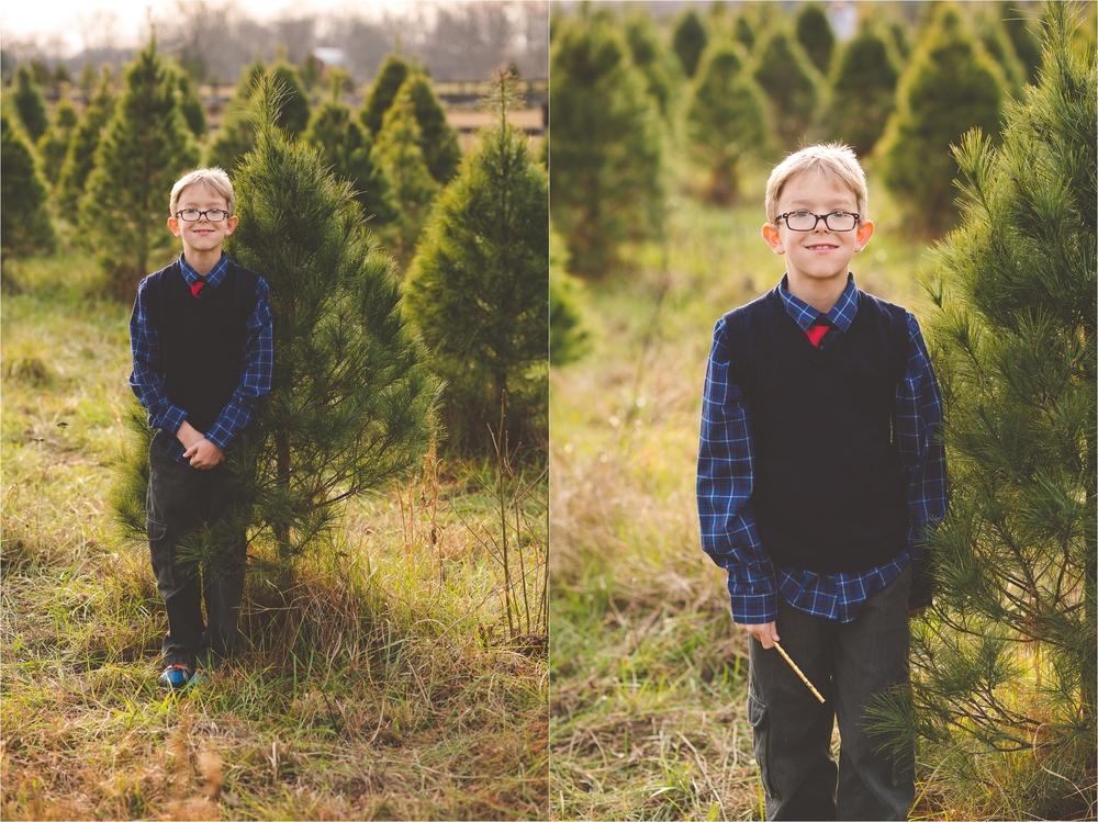christmas-tree-farm-session-pnw-jannicka-mayte_0027.jpg
