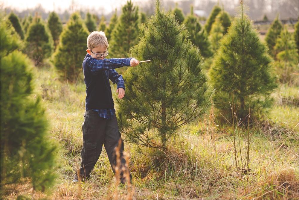christmas-tree-farm-session-pnw-jannicka-mayte_0028.jpg
