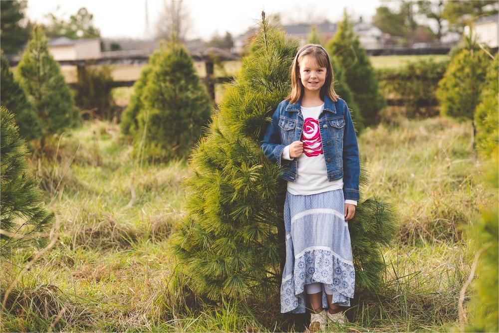 christmas-tree-farm-session-pnw-jannicka-mayte_0030.jpg