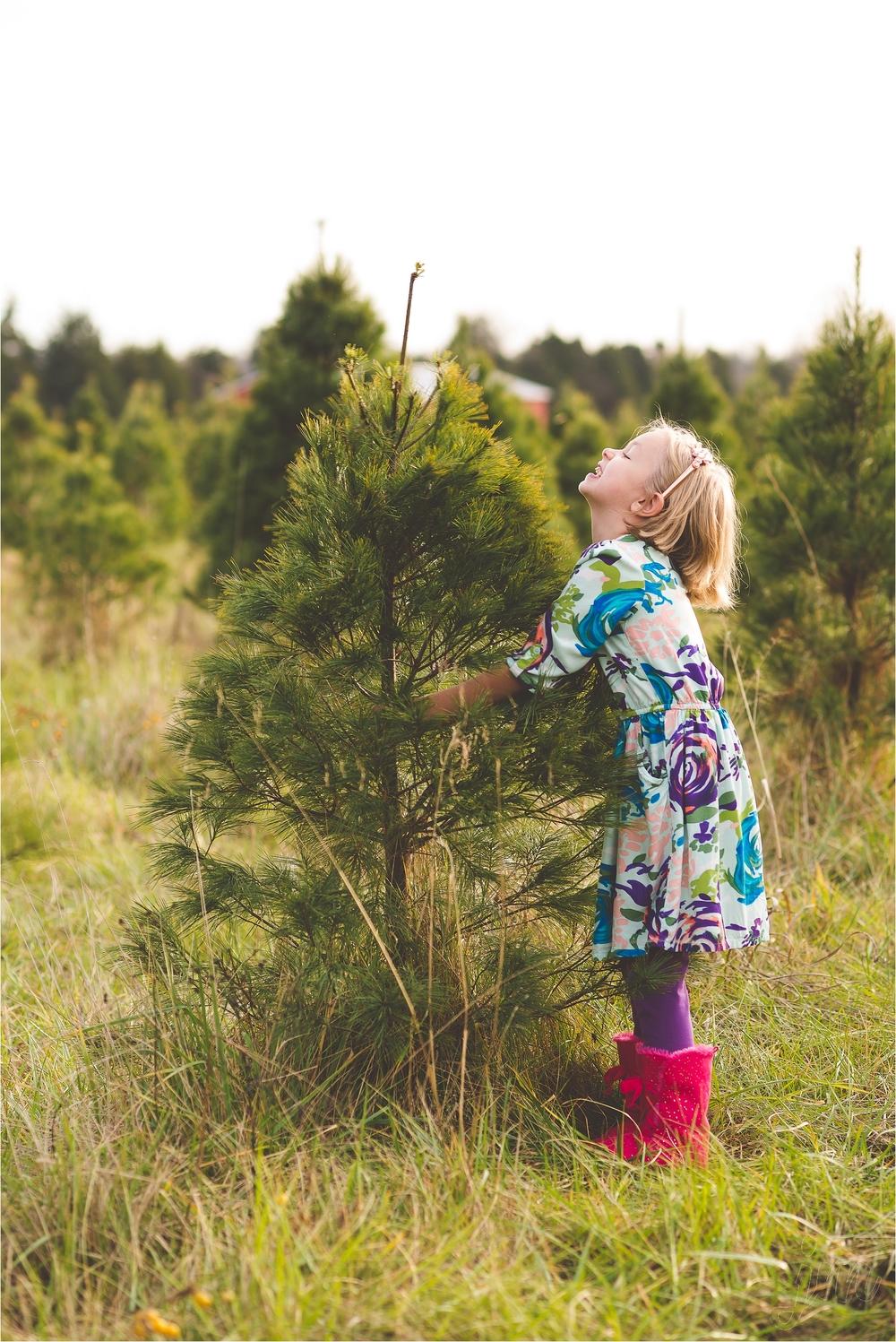 christmas-tree-farm-session-pnw-jannicka-mayte_0032.jpg