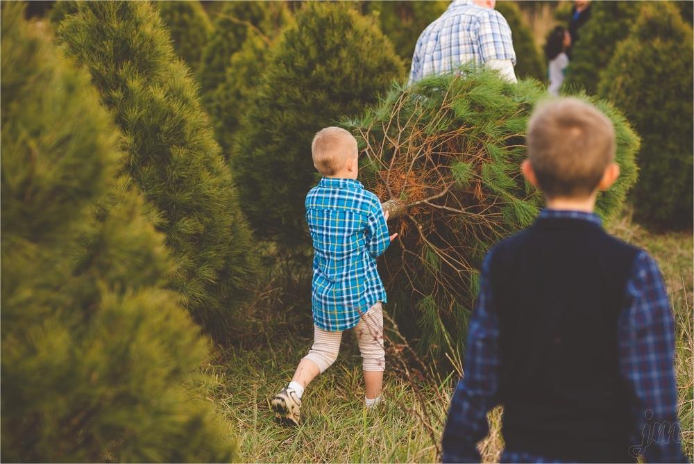christmas-tree-farm-session-pnw-jannicka-mayte_0043.jpg
