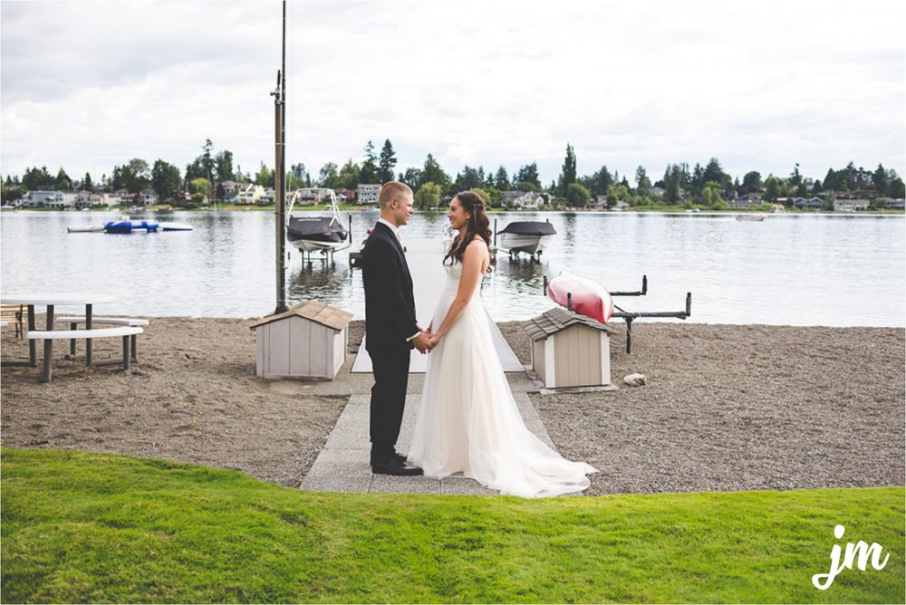jannicka-mayte-intimate-backyard-lake-wedding-kent-wa-pacific-northwest-wedding-photographer_0011.jpg