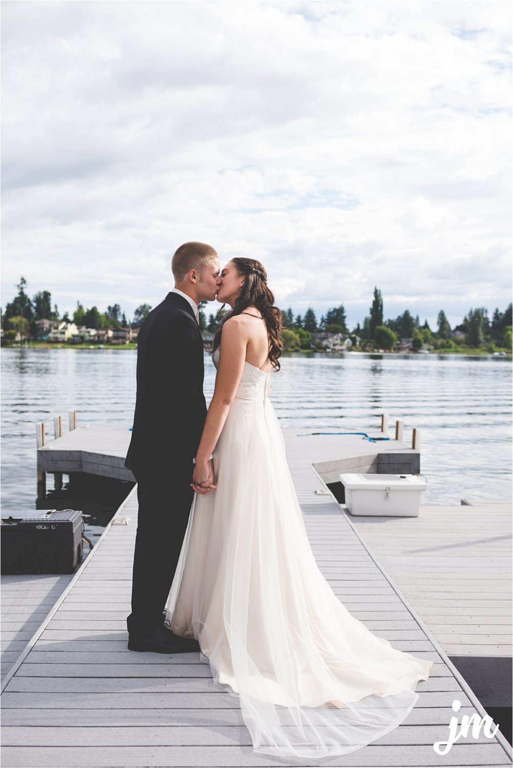 jannicka-mayte-intimate-backyard-lake-wedding-kent-wa-pacific-northwest-wedding-photographer_0016.jpg