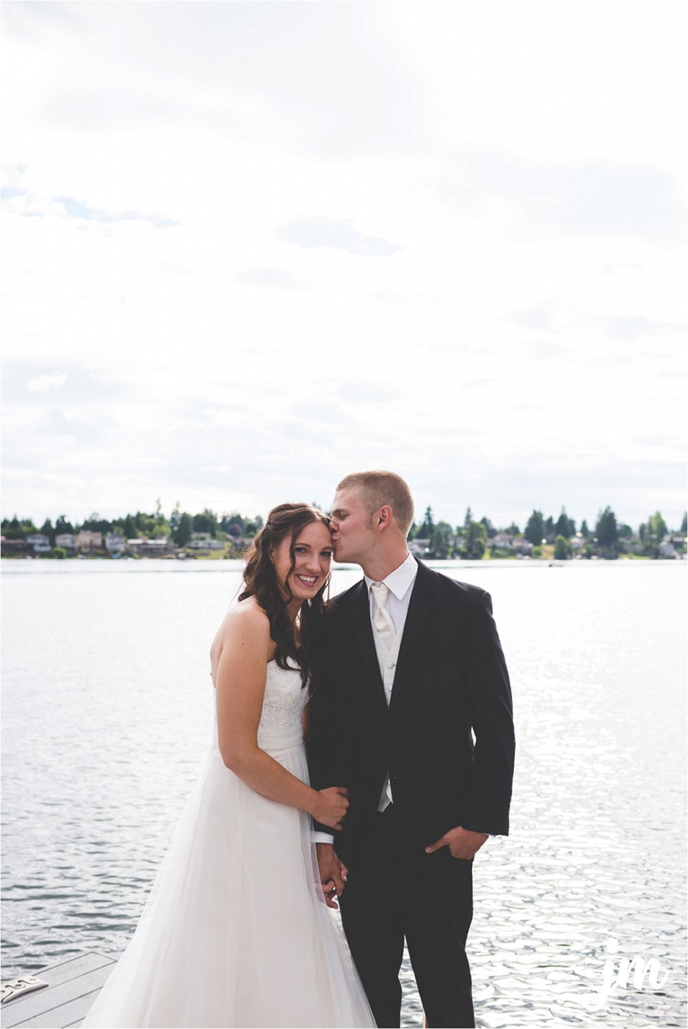 jannicka-mayte-intimate-backyard-lake-wedding-kent-wa-pacific-northwest-wedding-photographer_0018.jpg