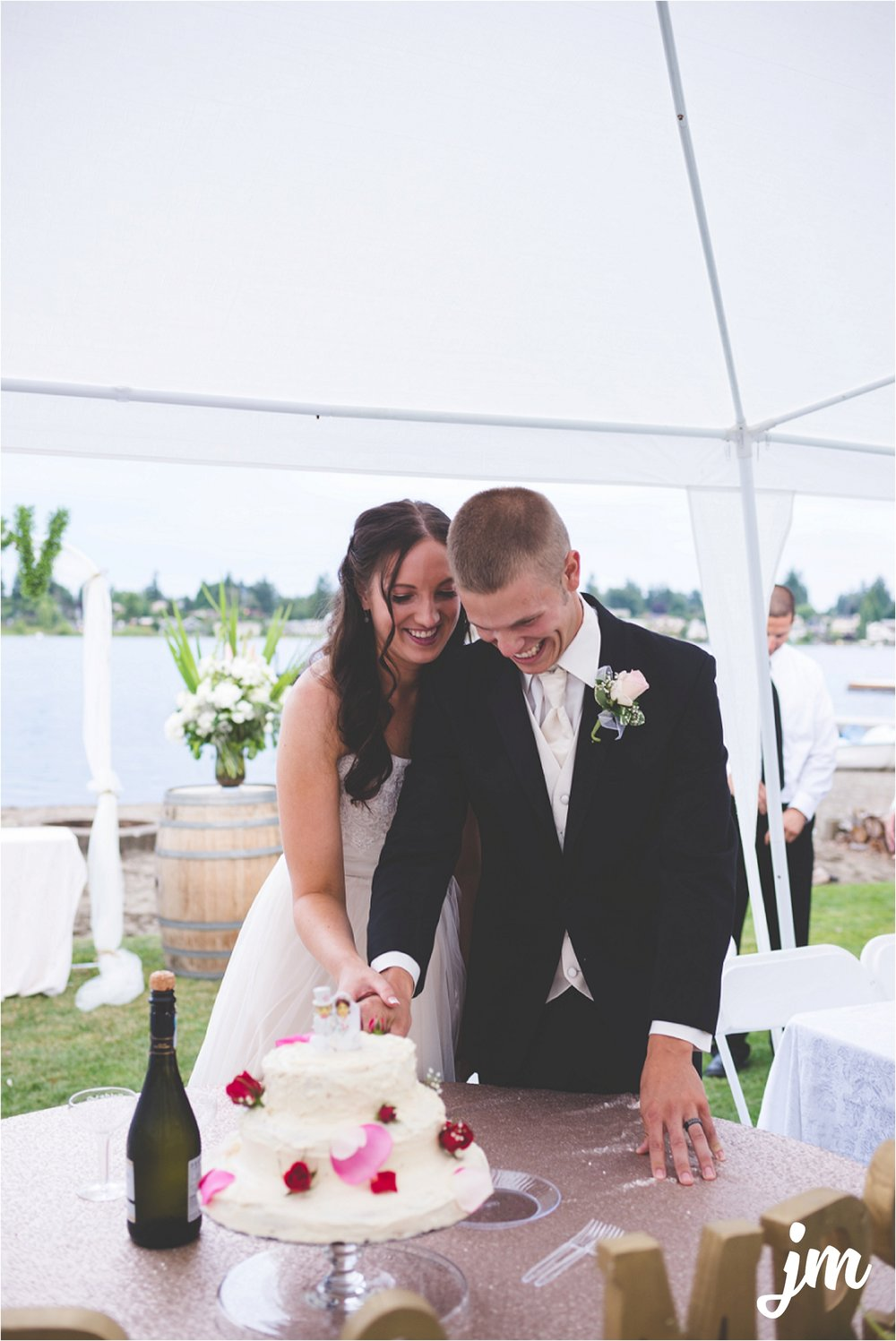 jannicka-mayte-intimate-backyard-lake-wedding-kent-wa-pacific-northwest-wedding-photographer_0057.jpg