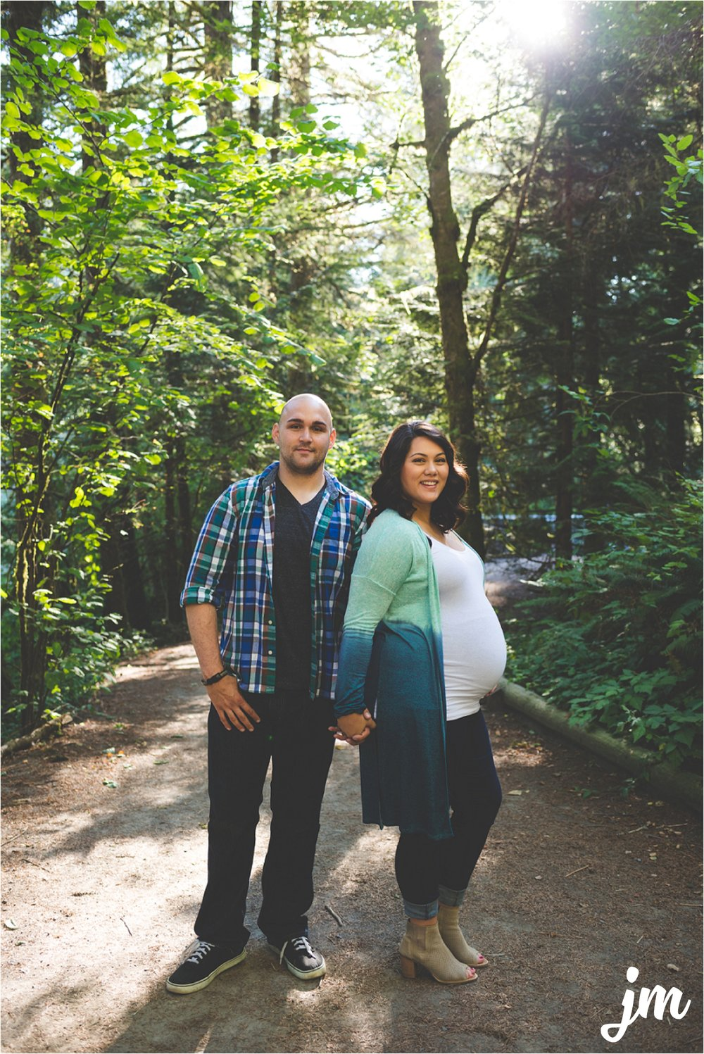 jannicka-mayte-moulton-falls-park-maternity-session-pacific-northwest-lifestyle-photographer_0002.jpg