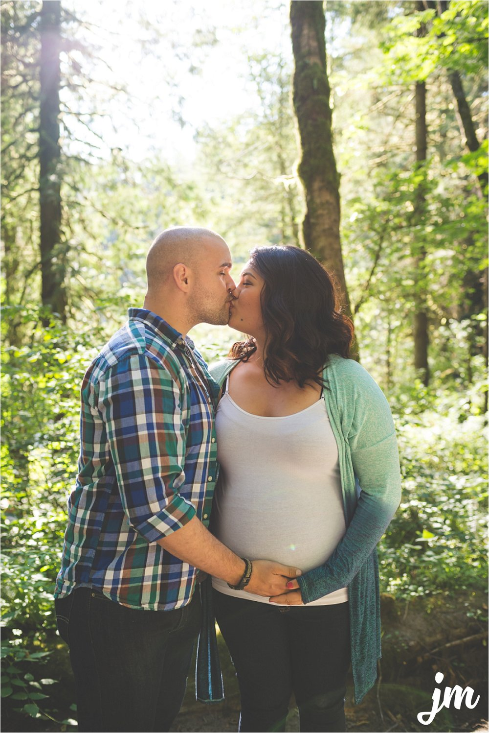jannicka-mayte-moulton-falls-park-maternity-session-pacific-northwest-lifestyle-photographer_0009.jpg