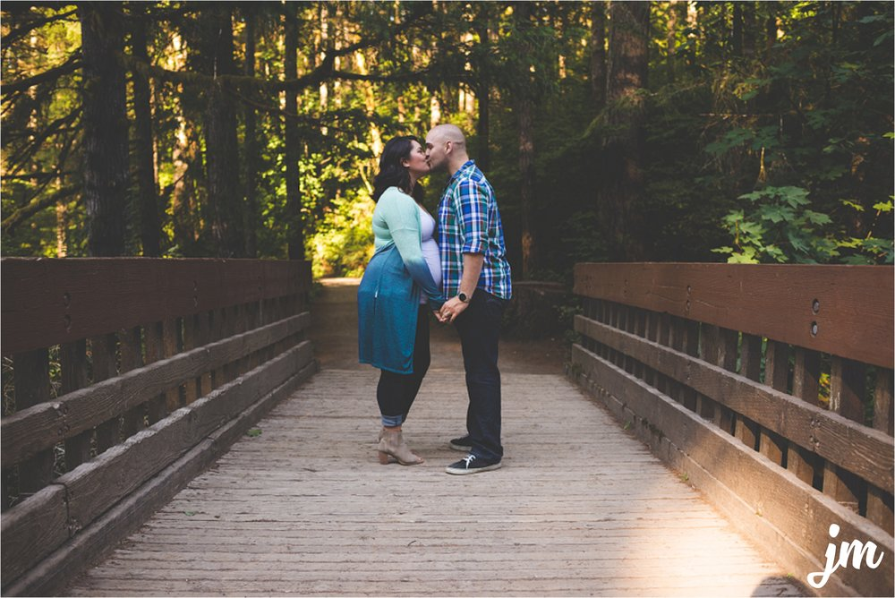 jannicka-mayte-moulton-falls-park-maternity-session-pacific-northwest-lifestyle-photographer_0013.jpg